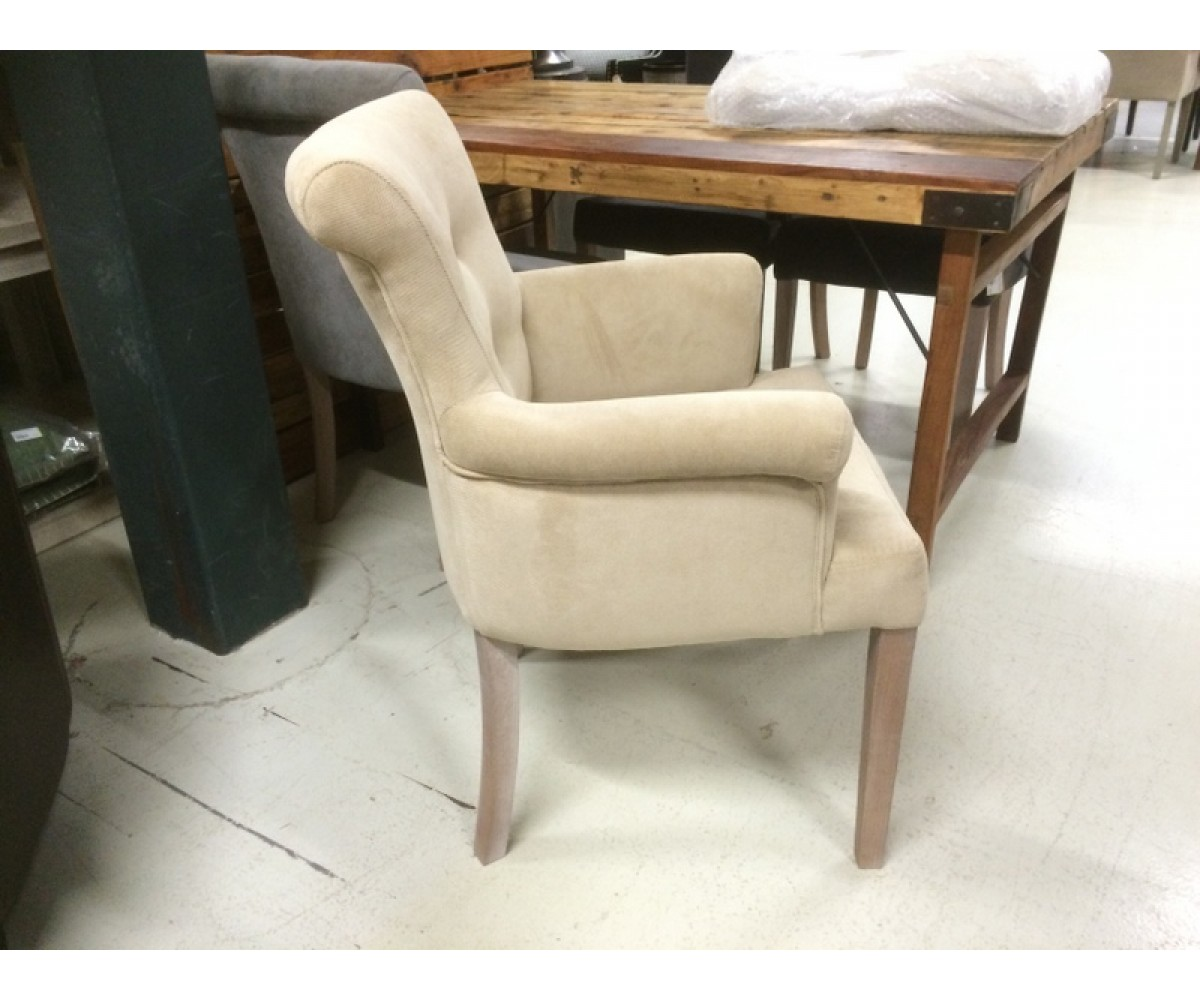 gepolsterter stuhl mit armlehne stuhl beige creme. Black Bedroom Furniture Sets. Home Design Ideas