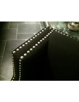 Sessel mit Nieten schwarz gepolstert