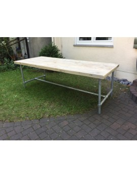Esstisch im Industriedesign, Tisch mit Tischbeinen aus Metall, Länge 220 cm